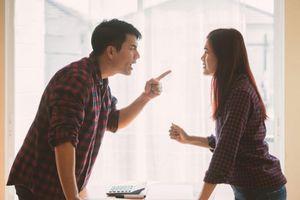 Bị chồng nghi ngờ lòng chung thủy khi tham gia công tác đoàn thể