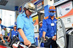 Giá xăng tăng 300 đồng/lít sau 2 tháng giữ nguyên