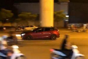 Công an Hà Nội truy tìm tài xế Mazda3 'đánh võng' đường Cầu Diễn