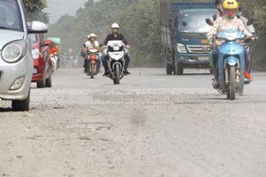 Khói bụi bủa vây đại lộ Thăng Long do phế thải tràn ngập