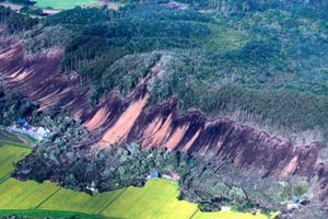 Sau siêu bão Jebi, Nhật Bản lại oằn mình hứng chịu động đất