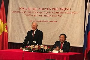 Tổng Bí thư thăm Đại sứ quán và cộng đồng người Việt tại Nga