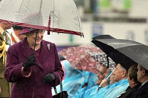 Tiết lộ thú vị về những chiếc ô của nữ hoàng Anh Elizabeth II