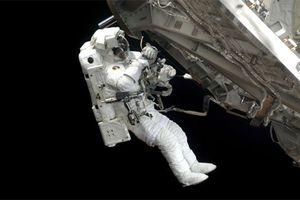 Nghi vấn phi hành gia trên ISS khoan thủng tàu vũ trụ để sớm được về Trái đất