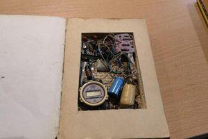 Bất ngờ phát hiện bom giấu tinh vi trong sách cổ