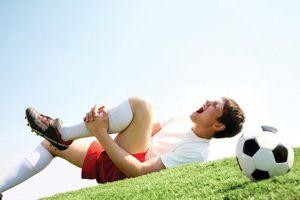Bị chấn thương khi đá bóng do công ty tổ chức, có được tính là tai nạn lao động?