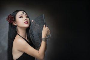 'Mỹ nhân cổ trang' Hoa Trần khoe lưng trần trong MV cover nhạc phim 'Diên hy công lược'