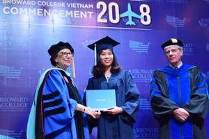 Broward College Vietnam trao bằng tốt nghiệp cho gần 30 sinh viên
