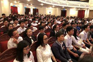 403 học sinh, sinh viên xuất sắc phía Nam nhận học bổng Vallet