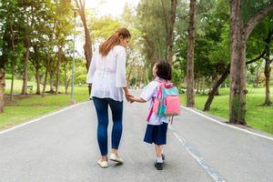 Mỗi mùa tựu trường, lòng tôi lại cô đơn lạ kỳ khi nhớ đến mẹ