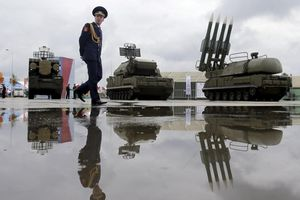 Nga tìm thị trường vũ khí ở sân sau của Trung Quốc