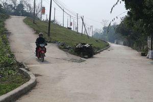 Thi công nâng cấp đường hành lang đê hữu Đuống tại quận Long Biên