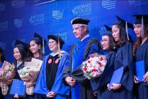 Broward College Vietnam tổ chức khai giảng và trao bằng tốt nghiệp cho 30 tân khoa
