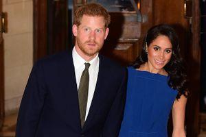 Công nương Meghan Markle tay trong tay Hoàng tử Harry đi xem hòa nhạc