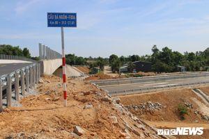 Cao tốc Đà Nẵng – Quảng Ngãi vẫn ngổn ngang sau ngày thông xe