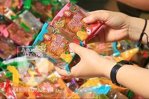 Gần 2.000 bánh Trung thu giá 'rẻ như bèo' nhập từ… biên giới về Hà Nội tiêu thụ