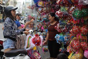 Đèn trung thu truyền thống lấn át hàng Trung Quốc