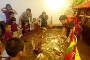 Nghệ sĩ Phan Thanh Liêm mang rối nước thu nhỏ tới Ý