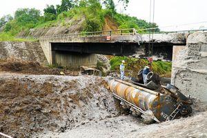 Cao tốc Hà Nội - Lào Cai: Cận cảnh cây cầu bị xe bồn 'thiêu' cháy