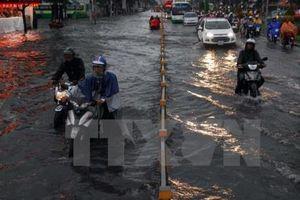 Nhiều tuyến đường ở Tp Hồ Chí Minh ngập sâu trong nước
