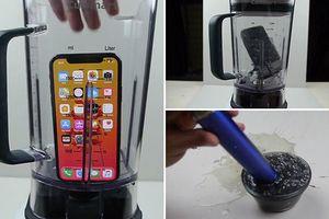 Tin hay không tùy bạn, có người vừa đem iPhone X xay sinh tố và thậm chí còn nếm thử