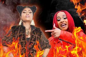 Clip: Cardi B ném thẳng chiếc guốc vào Nicki Minaj tại sự kiện: 'cuộc chiến' bắt đầu!