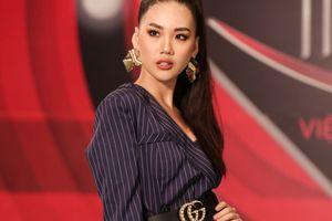 Cười rớt hàm khi các thí sinh Siêu mẫu Việt Nam chơi thử thách 'xoắn não' Dele Challenge