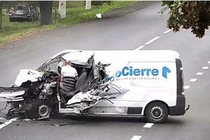 Được 'thần chết bỏ quên', tài xế ngơ ngác nhìn xe nát bét