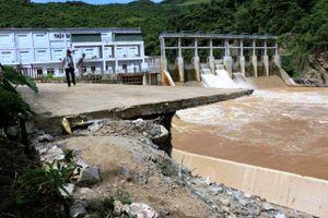 Nghệ An: Sạt lỡ nghiêm trọng gần thủy điện Nậm Mô