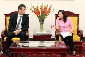 Thứ trưởng Nguyễn Thị Hà tiếp Tổ chức Care for Children
