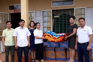 Báo điện tử Nhân đạo và Đời sống sẻ chia với các trường học huyện Bá Thước bị thiệt hại do mưa lũ