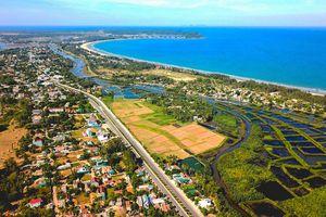 Eo biển Quảng Ngãi quyến rũ nhìn từ Fly cam