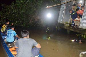 Bé gái 3 tuổi rơi xuống sông mất tích