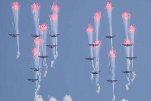 Màn trình diễn ấn tượng của Không quân Triều Tiên trong lễ duyệt binh