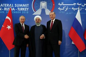 Iran – Nga - Thổ muốn tẩy chay USD trong giao dịch tay ba