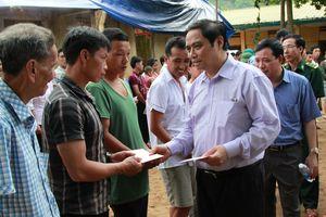 Trưởng Ban Tổ chức Trung ương thăm, tặng quà nhân dân vùng lũ Mường Lát