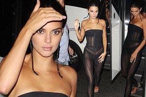 'Choáng' với bộ đồ xuyên thấu bó sát táo bạo của em gái Kim Kardashian