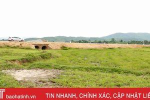 Sớm xử lý dứt điểm tình trạng bồi lấp đất sản xuất 2 bên đường Xuân Hội - Vũng Áng