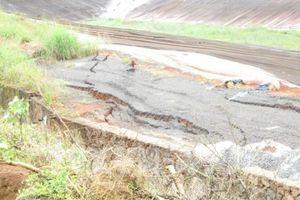 Sụt lún gần hồ bùn đỏ Nhà máy Alumin Nhân Cơ ngày một nghiêm trọng