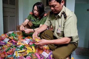 Gần 2.000 bánh trung thu siêu rẻ gắn mác Trung Quốc bị thu giữ