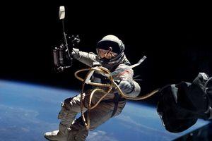 Điều gì xảy ra với cơ thể con người khi sống trong không gian?