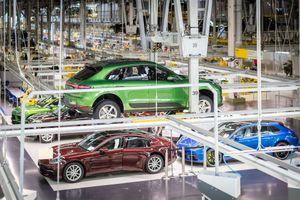 SUV Porsche Macan hút khách đến 'lạ kỳ'