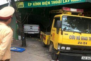 Ô tô bán tải tông xe máy, 2 thiếu nữ thiệt mạng
