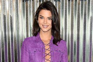 Nàng mẫu Kendall Jenner gây sức hút với đầm tím kiểu cách tại sự kiện