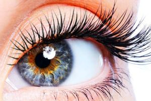 10 thói quen hàng ngày nếu không cẩn thận sẽ hủy hoại sức khỏe đôi mắt của bạn