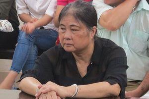Xét xử nữ giáo viên nghỉ hưu 'chạy' viên chức và 'chạy' trắng án