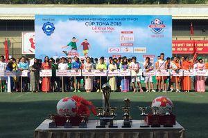 71 đội tham dự chọn 1 nhà vô địch