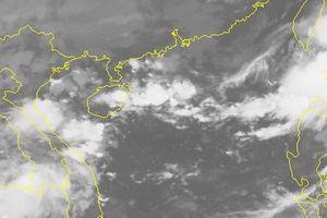 Áp thấp nhiệt đới cùng bão mạnh hướng vào Biển Đông