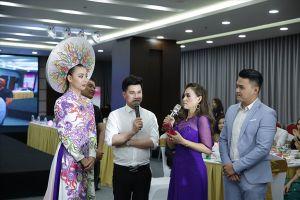 Thí sinh 'Nữ hoàng người mẫu doanh nhân Đất Việt' hào hứng đấu giá từ thiện