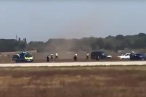 Sân bay Pháp tê liệt vì xe hơi lao vào đường băng